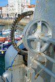 механизм крана в порту кастро урдиалес, кантабрия, испания — Стоковое фото