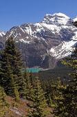 Mountain lake in Canada — Stock Photo