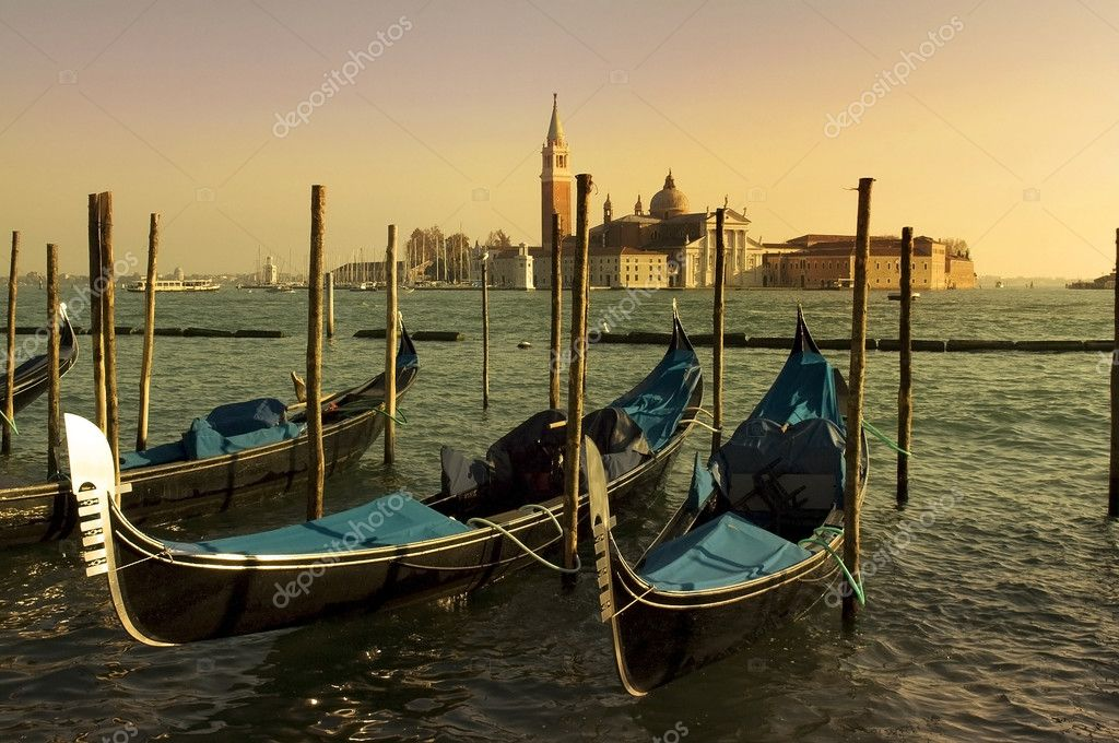 Empty Venetian gondolas moored.Evening in Venice — Stock Photo #8738769