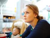 Girl in the supermarket — Stock Photo