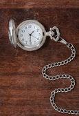 Staré hodiny na dřevěný podklad — Stock fotografie