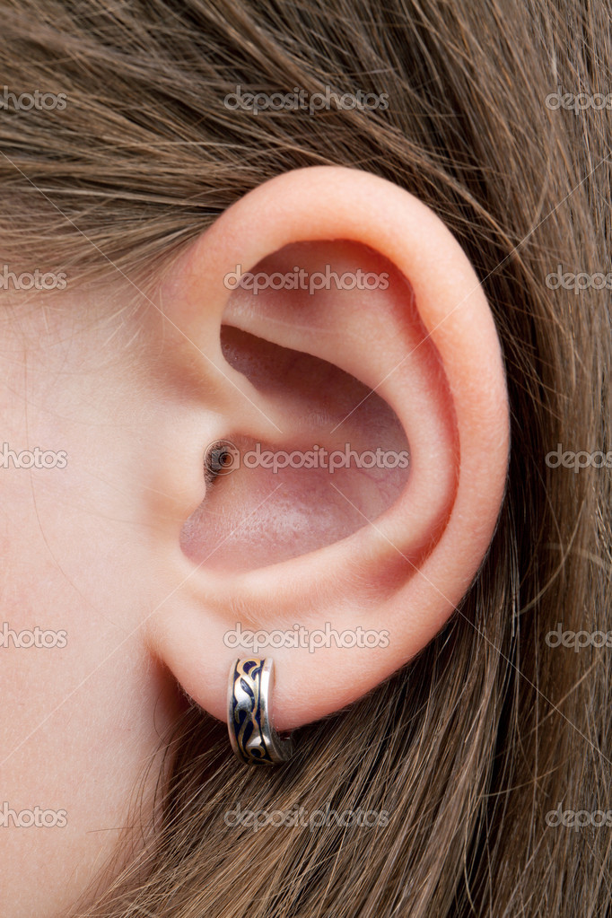 The little girl's ear with an earring, inserted into the ear — Stock Photo #10500807