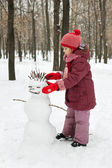 The little girl inserts thin branches — Stock Photo