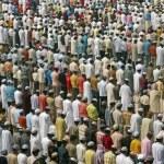 Islamitische gebeden bij de taj mahal — Stockfoto