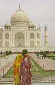 Indian Ladies at the Taj Mahal — Stock Photo