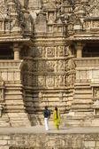 Touristen in khajuraho — Stockfoto