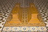 Koffertjes, kistjes in een islamitische graf — Stockfoto