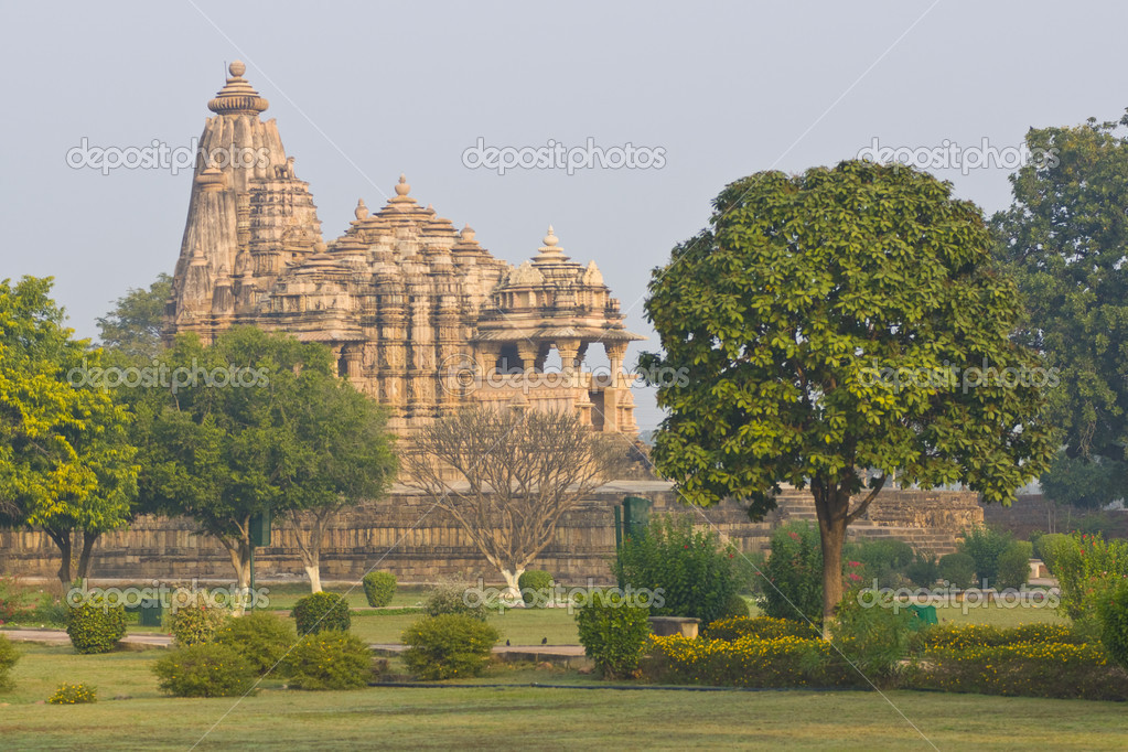 Ancient Chitragupta Hindu Temple set in landscaped gardens at Khajuraho, Uttar Pradesh, India. 11th Century AD. — Stock Photo #8122819