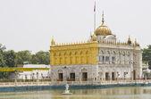 Hindu Golden Temple in Lake — Stock Photo