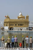 Pilgrims at the Golden Temple — Foto de Stock
