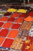Kolorowe farby w proszku na sprzedaż — Zdjęcie stockowe