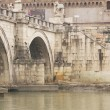 Foto Stock: Bridge Over River Tiber