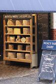 Sklep z serami w targ borough market — Zdjęcie stockowe