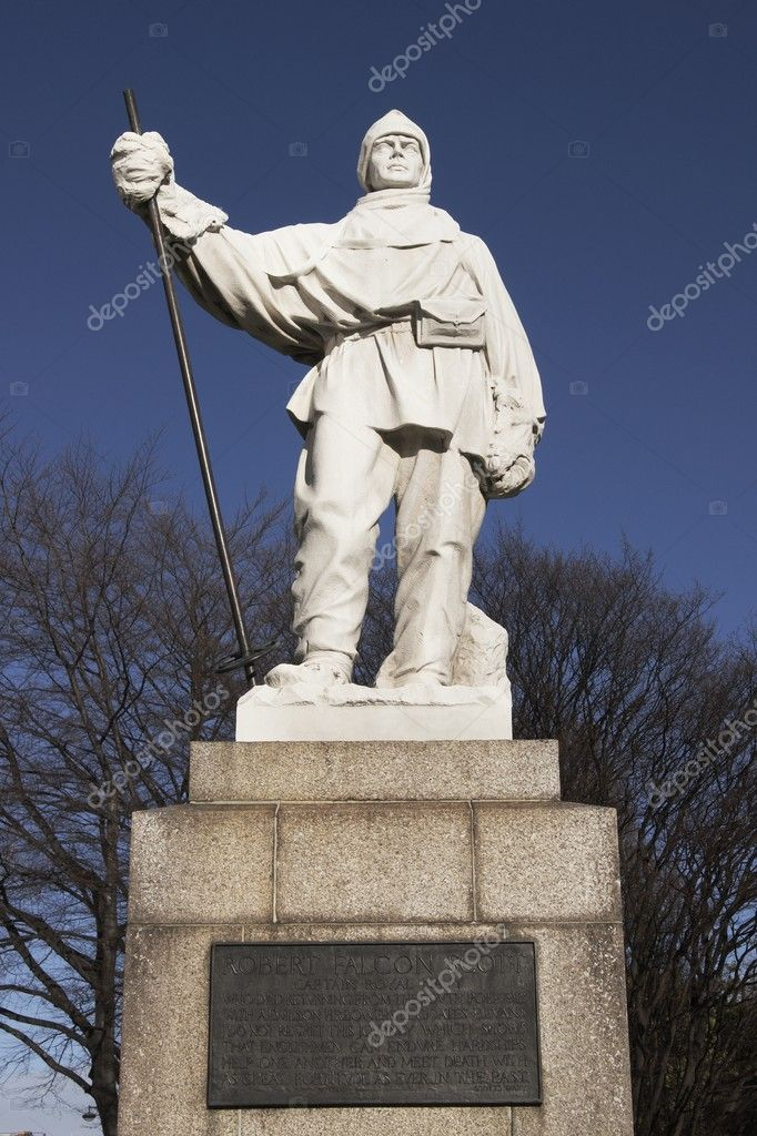 Statue to Robert Falcon Scott, the famous antarctic explorer, in Christchurch, New Zealand — Stock Photo #9340318