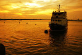 Boat and golden sun — Stock fotografie