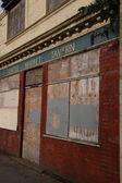 Opuszczonych tawerna w mieście — Zdjęcie stockowe