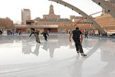 Skating through puddles during unexpected spring weather in Toronto — Stock Photo