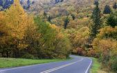 Strada di paese di montagna — Foto Stock