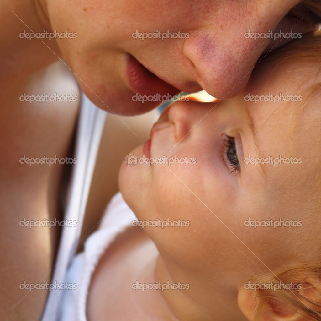 Mother's holding her baby close to her. — Stock Photo #7981373