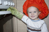 Baby's opening the oven — Stock Photo