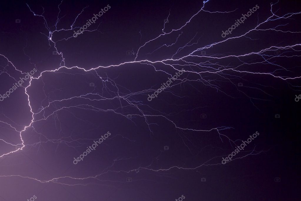 Brilliant lightning display forking and branching across the night sky during a summer electrical storm. — Stock Photo #7980610