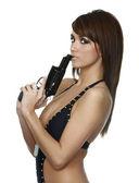 Vacker sexig tjej anläggning pistol — Stockfoto