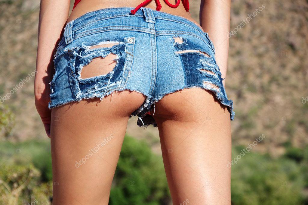 порно фото попа в обрезанных шортах