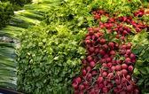 Taze sebze pazarında çeşitli — Stok fotoğraf