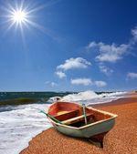 Small boat on a summer sea coast — Stock Photo