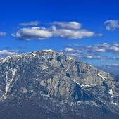 Spring mountain in a snow, crimea ukraine — Stockfoto