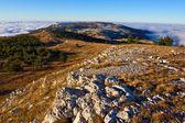 горные плато в плотных облаков — Стоковое фото