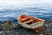 Oared boat on a sea coast — Stock Photo