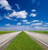 Two way asphalt road and green fields — Stock Photo