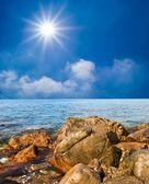 камни на берегу моря — Стоковое фото