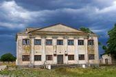 Antigua casa abandonada — Foto de Stock