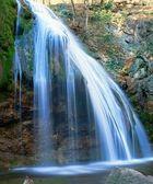Maestosa cascata in un monti di crimea — Foto Stock
