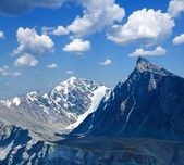 Verschneiten bergland — Stockfoto