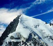 Snowbound mountain top — Stock Photo