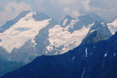 Bergstoppen i snow — Stockfoto