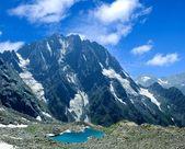Lago en las montañas — Foto de Stock