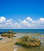 Summer sea and a cloudy sky — Stock Photo