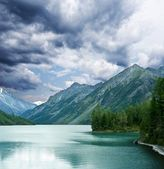 Mountains lake under a gloomy sky — Stock Photo