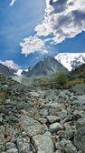 Colapso de la enorme roca en una montaña — Foto de Stock
