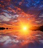 величественные закат, отражение в воде — Стоковое фото