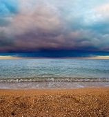 Sea coast under a dense clouds — Stock Photo