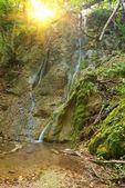 Bela cachoeira sob o sol — Foto Stock