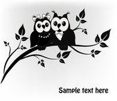 Due in bianco e nero su un albero gufo nero — Vettoriale Stock