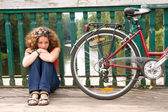 Girl with a bicycle — 图库照片