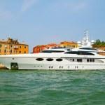 Yacht in Venice , Italy . — Stock Photo