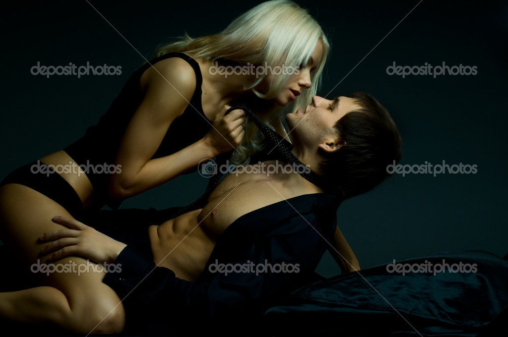 Muscular handsome sexy guy with pretty woman, on dark background, glamour  light — Stock Photo #8220256